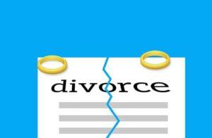 離婚と書かれた紙と結婚指輪が置かれたイラスト