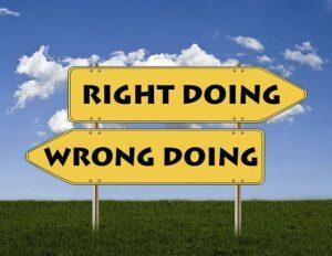 正しい選択・間違った選択と書かれた標識